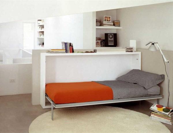 Кровать-тумба может служить разделением комнаты на зоны