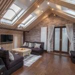 Двускатная крыша с большими окнами