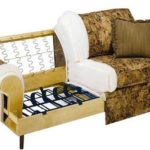 Недешевый импортный диванчик тоже сделан на змейке