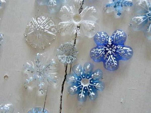 Если отрезанные донышки разрисовать, получатся волшебные по красоте своей цветы