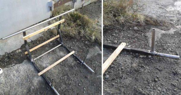 Чтобы расстояние между стойками было одинаковым, используем рейки