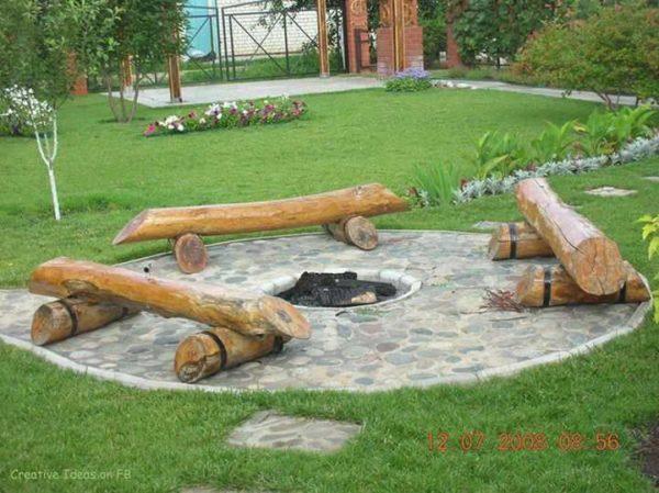Сделать сиденья из бревен - в стиле лесных костров