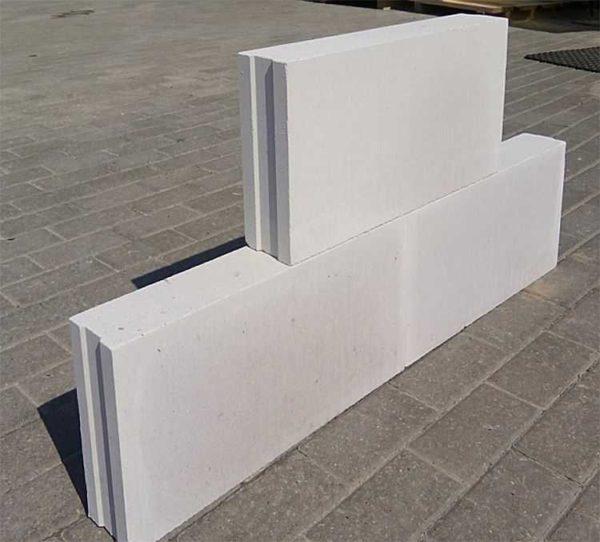 Силикатные пазогребневые плиты имеют ровный верх и низ