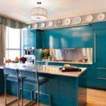 Сине-зеленый... очень необычный цвет для кухни