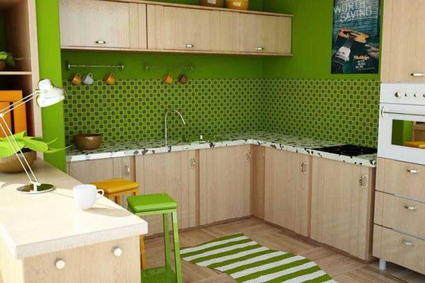 Коричневый кухонный фасад и зеленая стена, другого оттенка аксессуары