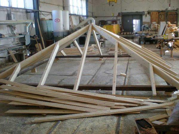 Стропильная система 4 скатной вальмовой крыши собрана