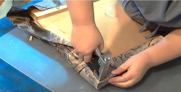 Как перетянуть стул: равномерно натягиваем ткань, чтобы не было складок