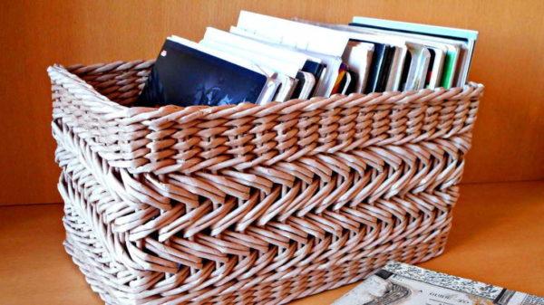 Некоторые элементы плетения более сложные. Их лучше осваивать после того, как сделаете пару простых корзинок