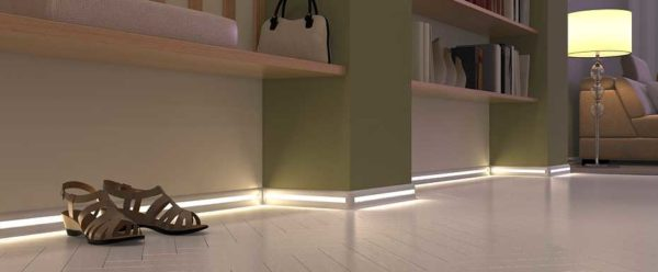Алюминиевый плинтус со светодиодной подсветкой
