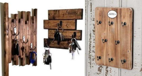 Настенная ключница из деревянных досок