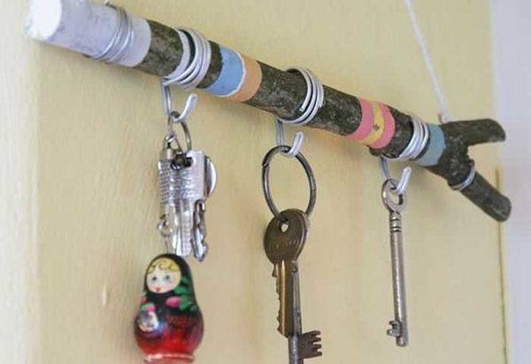 neobichnije-klu4nici-10-600x411 Настенная ключница своими руками: идеи, схемы, чертежи