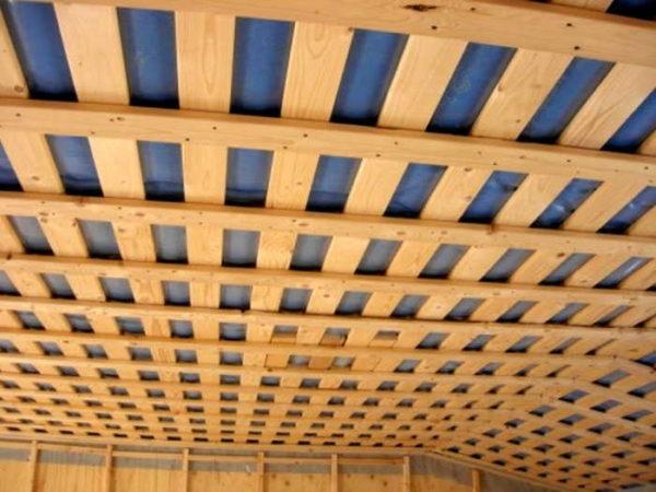 Для подшивки потолка правила аналогичны