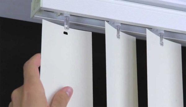 Крепление пластиковых вертикальных ламелей