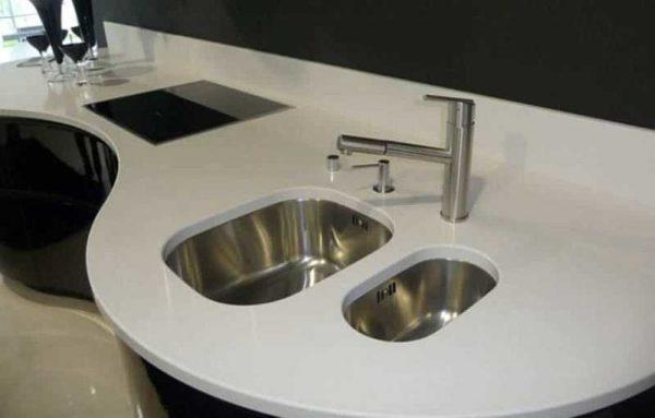 Раковина для кухни с подстольным способом установки в столешницу