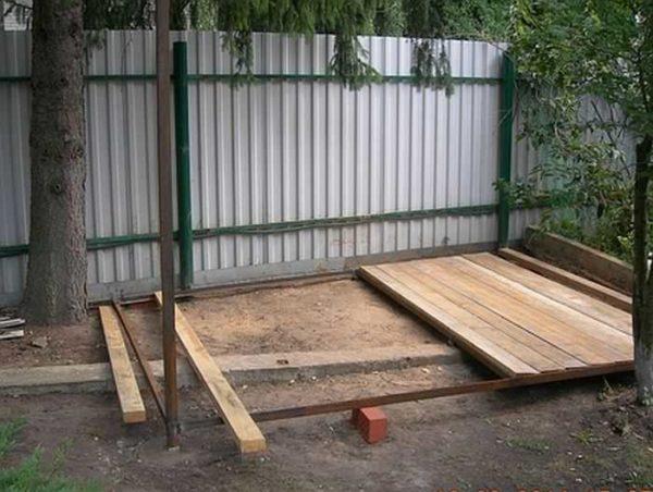 Пол обычно делают деревянным