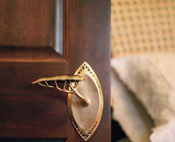 Латунные литые ручки для межкомнатных дверей могут быть любыми
