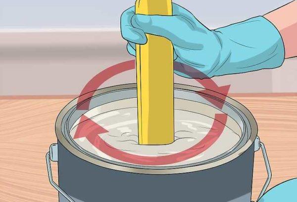 Работать лучше в перчатках, использовать деревянную палку