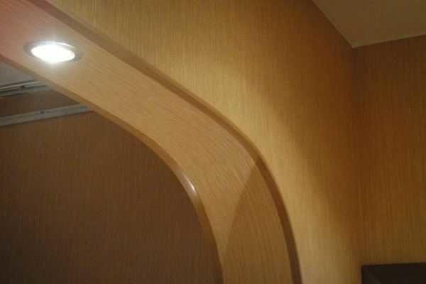 Оформить углы арки защитными уголками