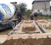 Технические характеристики бетона марки М200 позволяют использовать его для заливки ленточного фундамента