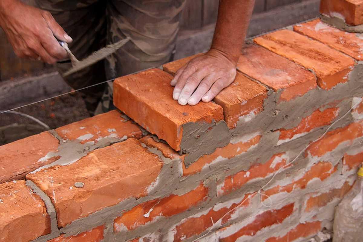 Керамический кирпич - традиционный материал для строительства домов, которому не одна сотня лет