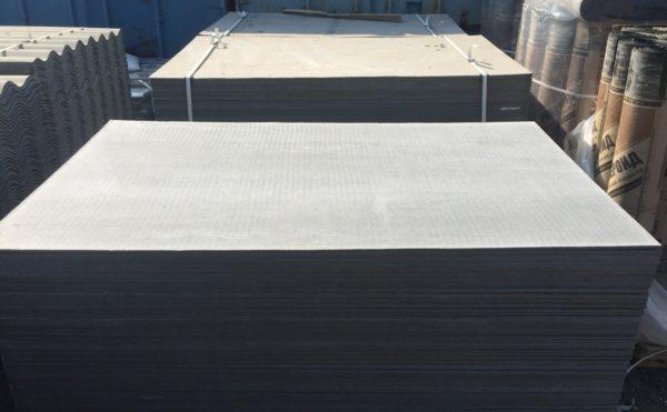 Популярный универсальный листовой материал - и как конструкционный, и как отделочный. Применяется для стен, потолка, для пола и наружной отделки зданий, для заборов и возведения легких построек