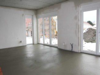 Какой раствор для стяжки пола лучше использовать? Пескобетон или бетон с заполнителем из мелкого гравия