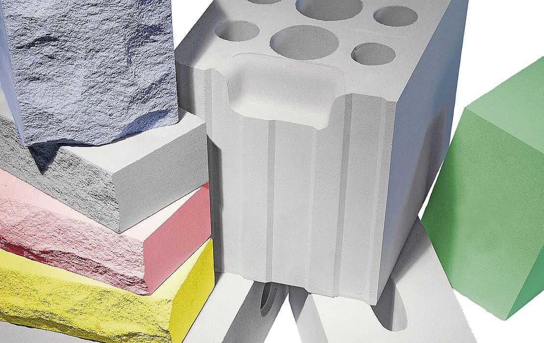 Есть и пазогребневые блоки, которые облегчают процесс возведения перегородок