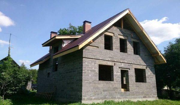 Дом из керамзитобетонных блоков возводится быстро