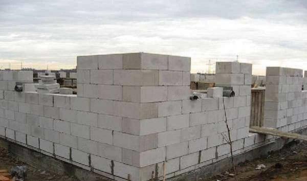 большие блоки - быстро идет стройка