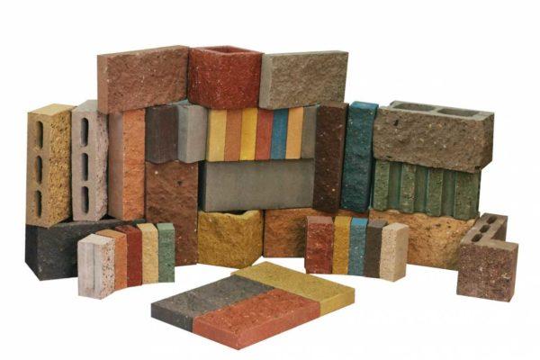 Могут быть окрашены в массе, используются как отделочный материал