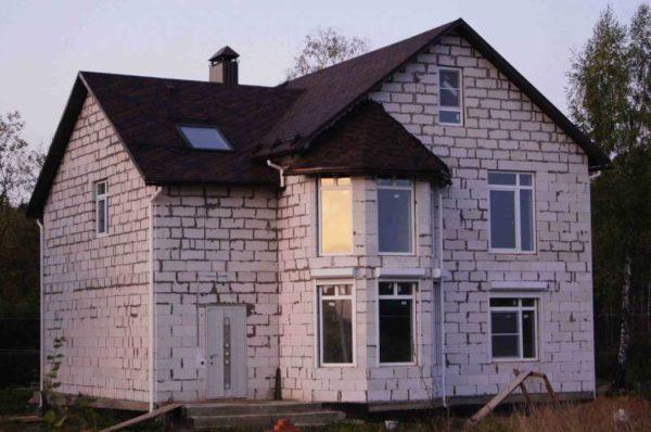 Стеновые блоки для наружных стен в разы сокращают сроки строительства