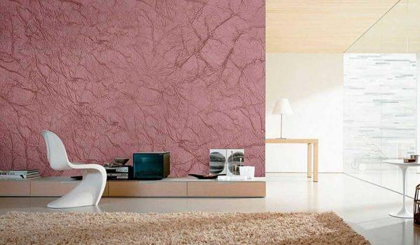 Декоративная краска на стене притягивает внимание