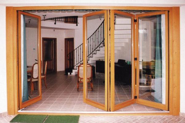 Остекление террас и веранд: особенности конструкций и используемые материалы