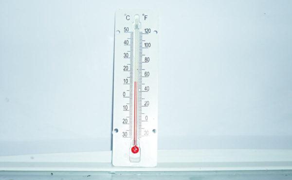 измерение температуры в холодильнике термометром