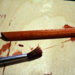 Красим деревянные заготовки для рамки