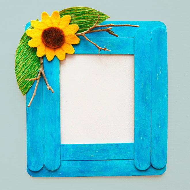 Оригинально и красиво - рамка из деревянных палочек для мороженного