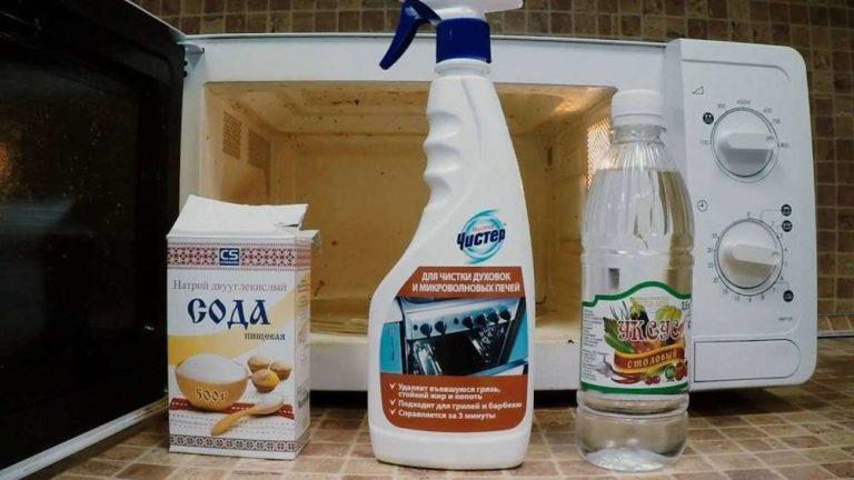 Для чистки духовки не применяют абразивы