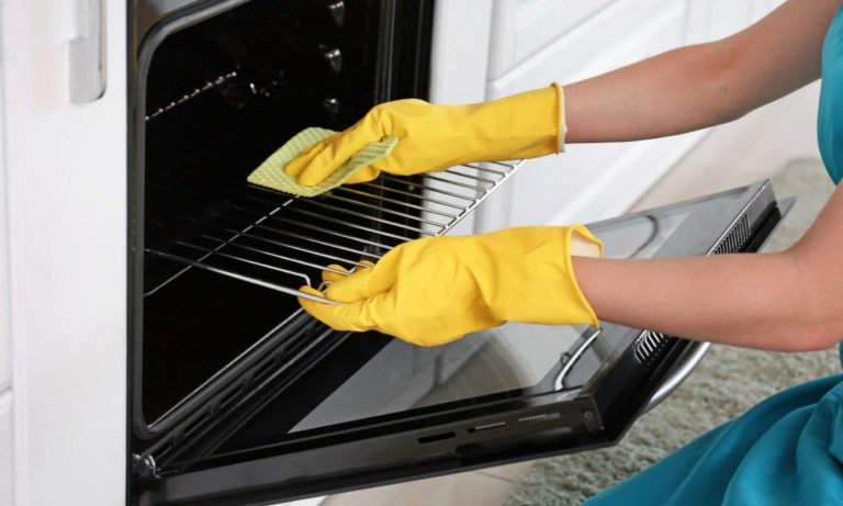 Перед тем как отмыть духовку, надо ее подготовить