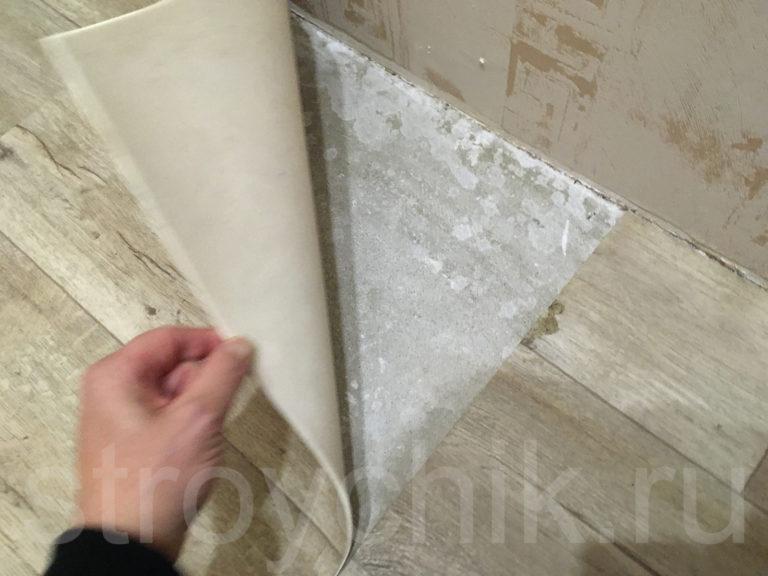 На полу состыкованные куски линолеума - выкидывать и укладывать новый